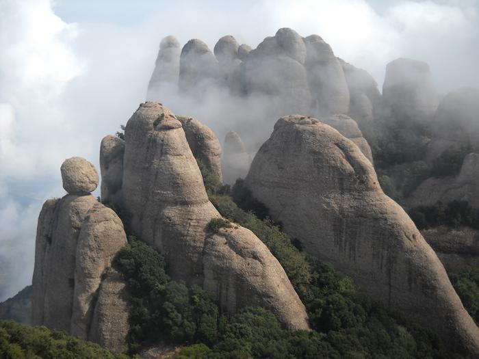 how to go to montserrat from barcelona